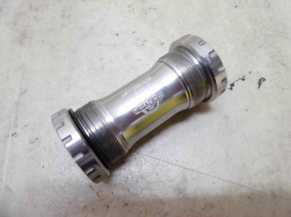 ボトムブラケット BB-70/68 MEGAEXO ITA