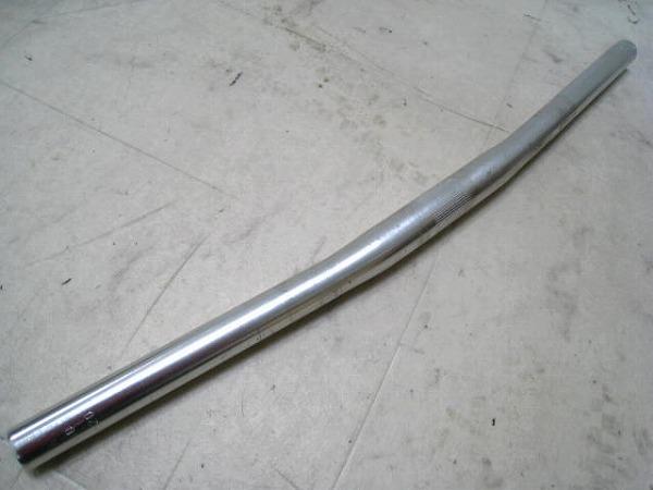 フラットバー 520/25.4mm アルミ シルバー