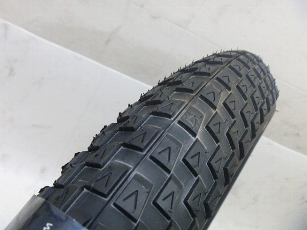 タイヤ Vee8 26X4.0 チューブレス ※チューブレス未確認