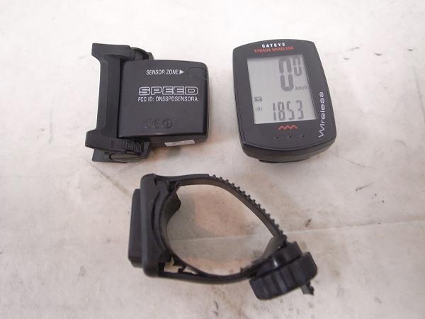 サイクルコンピューター CC-RD300W STRADA WIRELESS ※バンドカット、欠品有