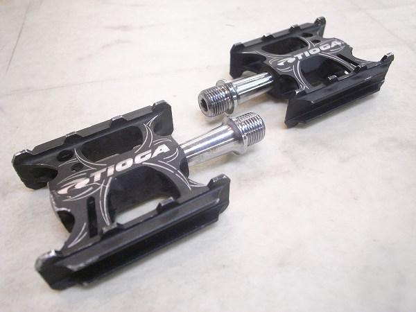 フラットペダル シュアフットコンパクト クロモリシャフト ブラック ※軸ガタ、ゴリあり