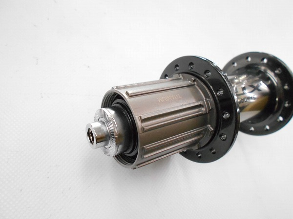 リアハブ FH-M9000 28H 135mm