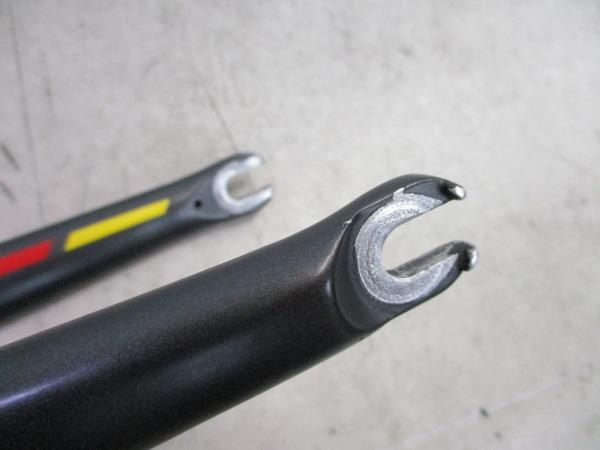 カーボンフォーク 700C 上下異型/約247mm(実測) ブラック ※カットあり